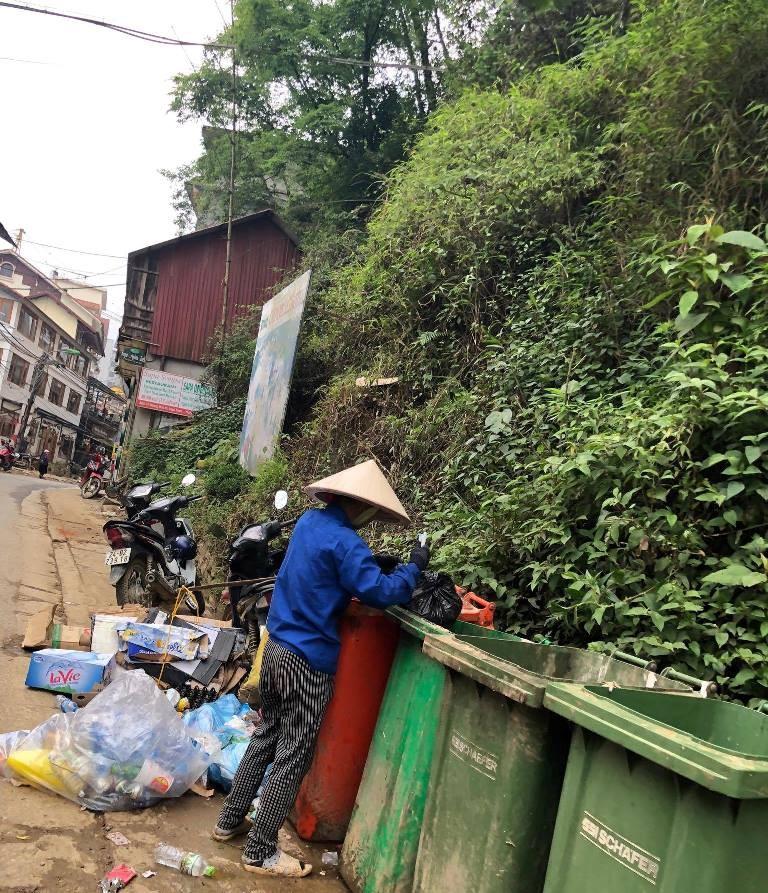 Dân địa phương 'tố' du khách xả rác bẩn Sa Pa - ảnh 3