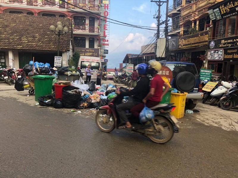 Dân địa phương 'tố' du khách xả rác bẩn Sa Pa - ảnh 4