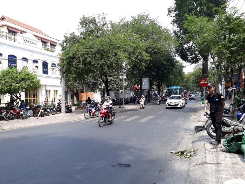 Đường Sài Gòn vắng hoe vào những ngày cận Tết - ảnh 1