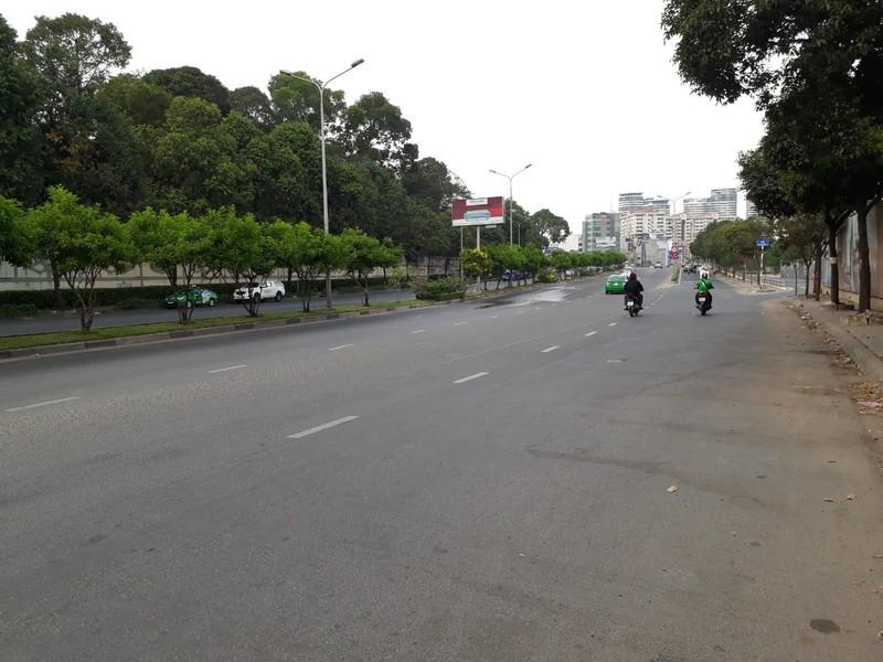 Đường Sài Gòn vắng hoe vào những ngày cận Tết - ảnh 4