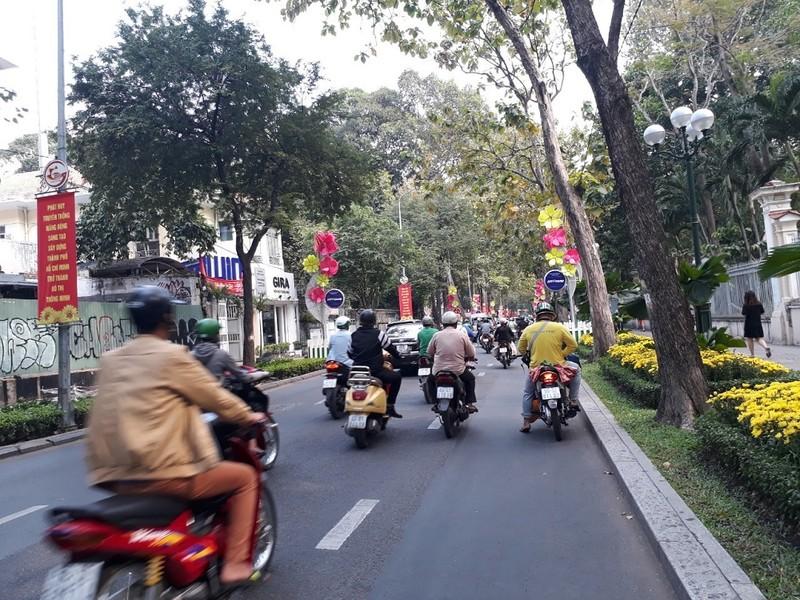 Đường Sài Gòn vắng hoe vào những ngày cận Tết - ảnh 7