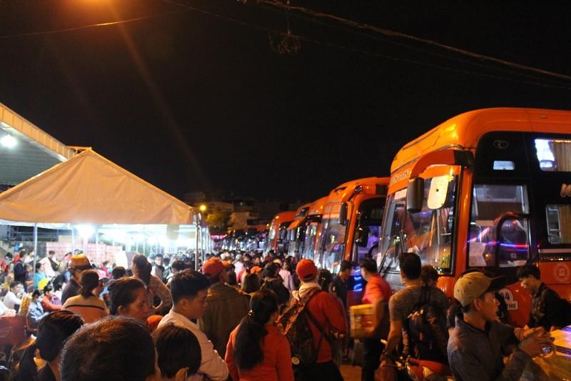 Xe khách Phương Trang xuất bến hơn 2100 chuyến/ngày - ảnh 1