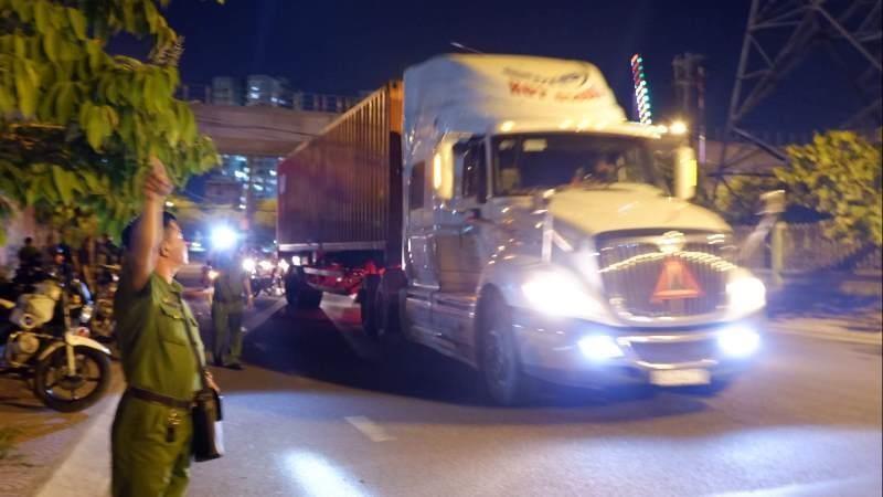 Trắng đêm kiểm tra ma túy tài xế ô tô, xe tải - ảnh 1