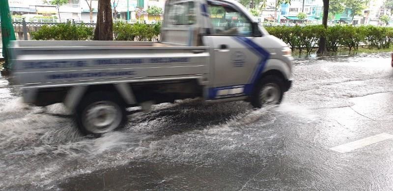TP.HCM mưa to, Nam Bộ sắp có mưa dông trên diện rộng - ảnh 2