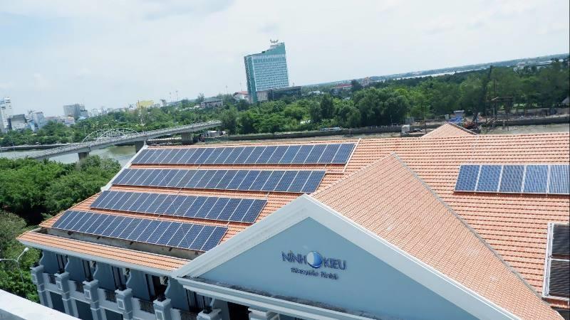 Điện mặt trời, người nghèo cũng lắp đặt được - ảnh 1