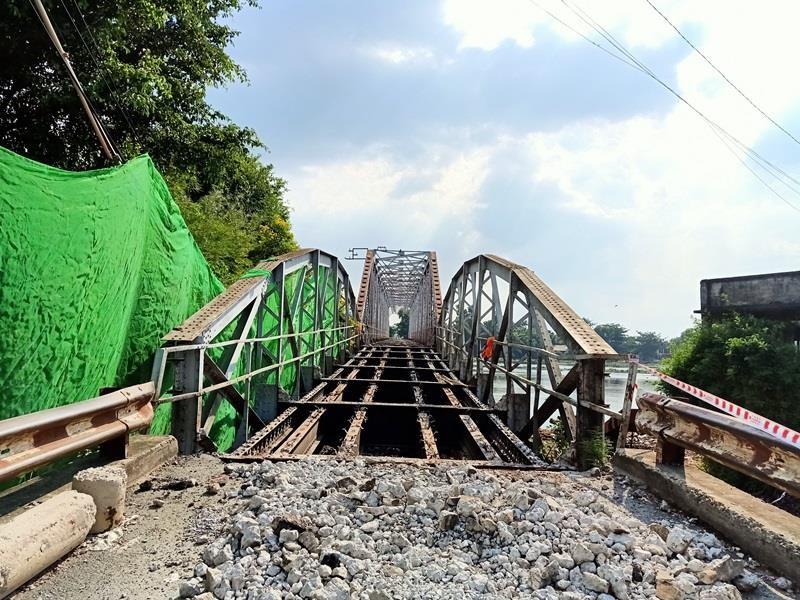Bắt đầu tháo dỡ cầu sắt 100 tuổi nối Bình Dương - TP.HCM - ảnh 2