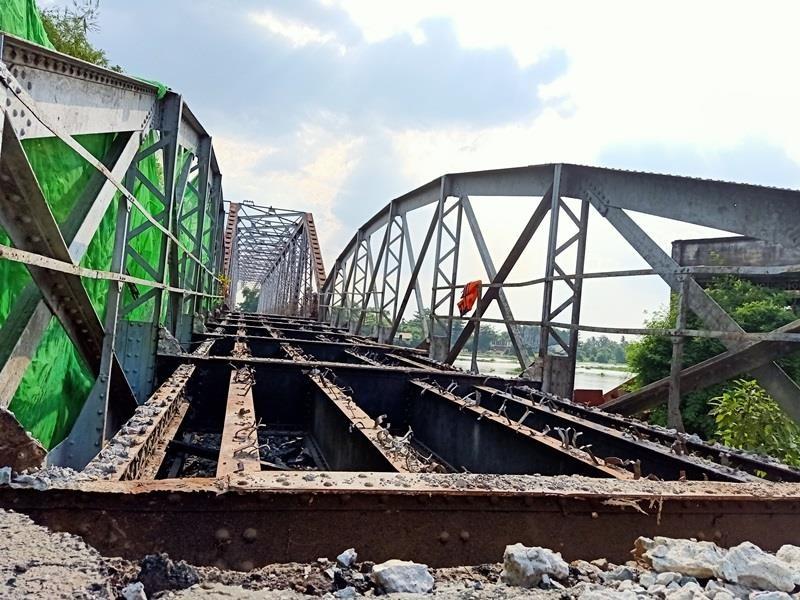 Bắt đầu tháo dỡ cầu sắt 100 tuổi nối Bình Dương - TP.HCM - ảnh 3