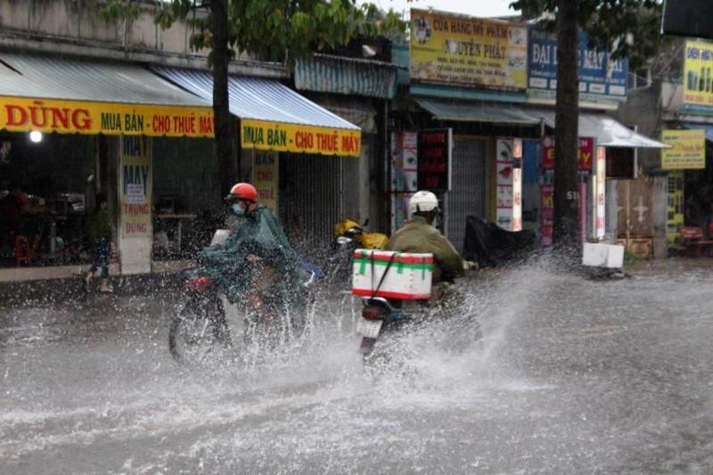 TPHCM: Mưa lớn, đường ngập, hàng loạt xe chết máy - ảnh 2