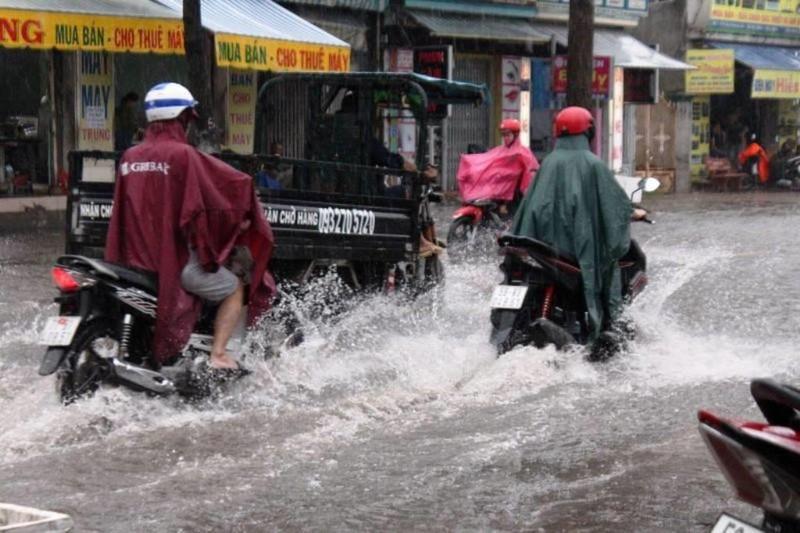 TPHCM: Mưa lớn, đường ngập, hàng loạt xe chết máy - ảnh 4