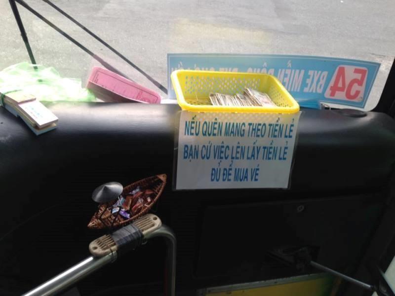 Thưởng nóng tài xế xe buýt bắt kẻ cướp xe máy - ảnh 1