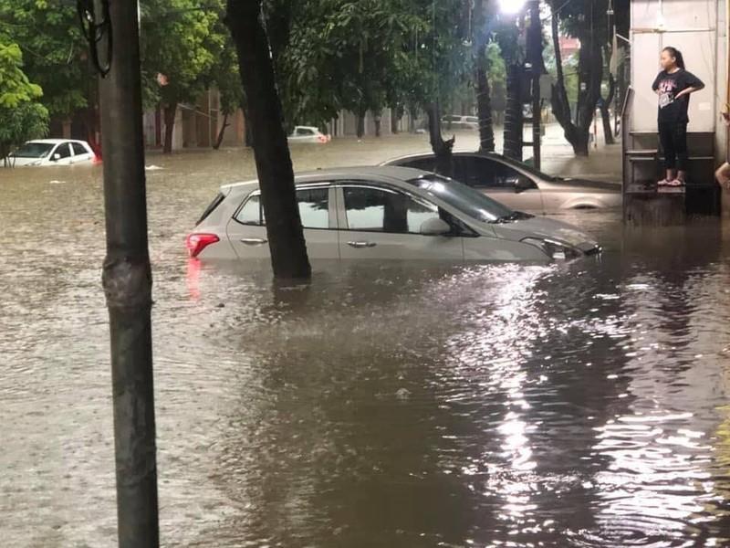 Mưa lớn, TP Thái Nguyên hóa thành sông - ảnh 4