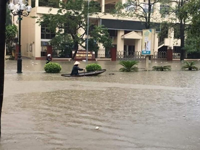 Mưa lớn, TP Thái Nguyên hóa thành sông - ảnh 3