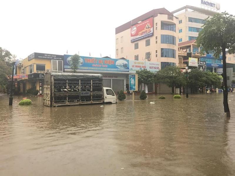 Mưa lớn, TP Thái Nguyên hóa thành sông - ảnh 5