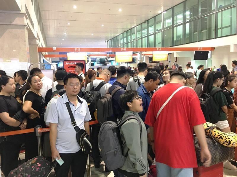 Ngưng phát thanh ở sân bay: Hãng sẽ 'truy tìm' khách đi trễ - ảnh 1