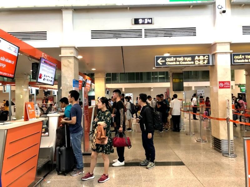 Sân bay Tân Sơn Nhất ra sao khi không có loa thông báo? - ảnh 2