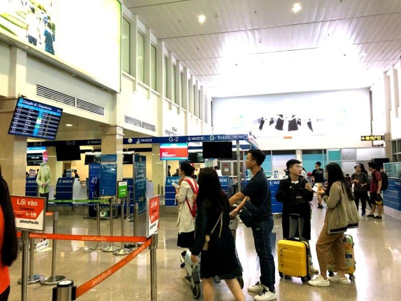 Sân bay Tân Sơn Nhất ra sao khi không có loa thông báo? - ảnh 1