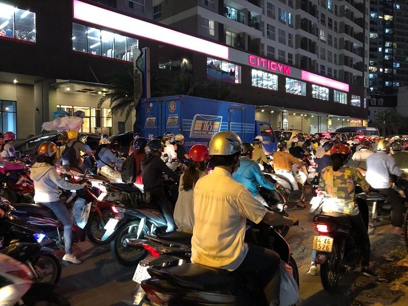 Kẹt xe nghiêm trọng ở khu vực Tân Sơn Nhất - ảnh 1