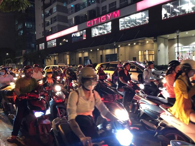 Kẹt xe nghiêm trọng ở khu vực Tân Sơn Nhất - ảnh 5