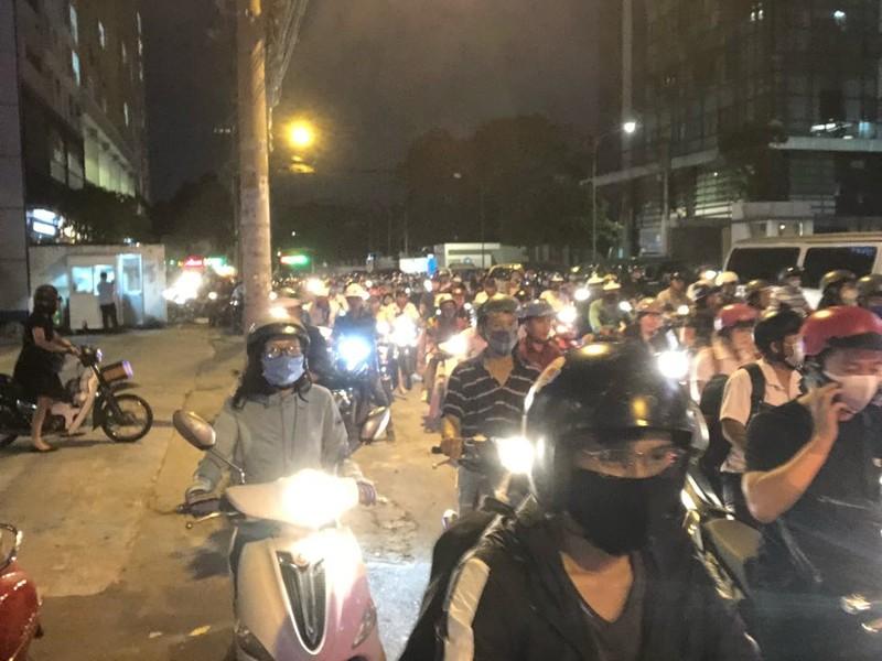 Kẹt xe nghiêm trọng ở khu vực Tân Sơn Nhất - ảnh 6