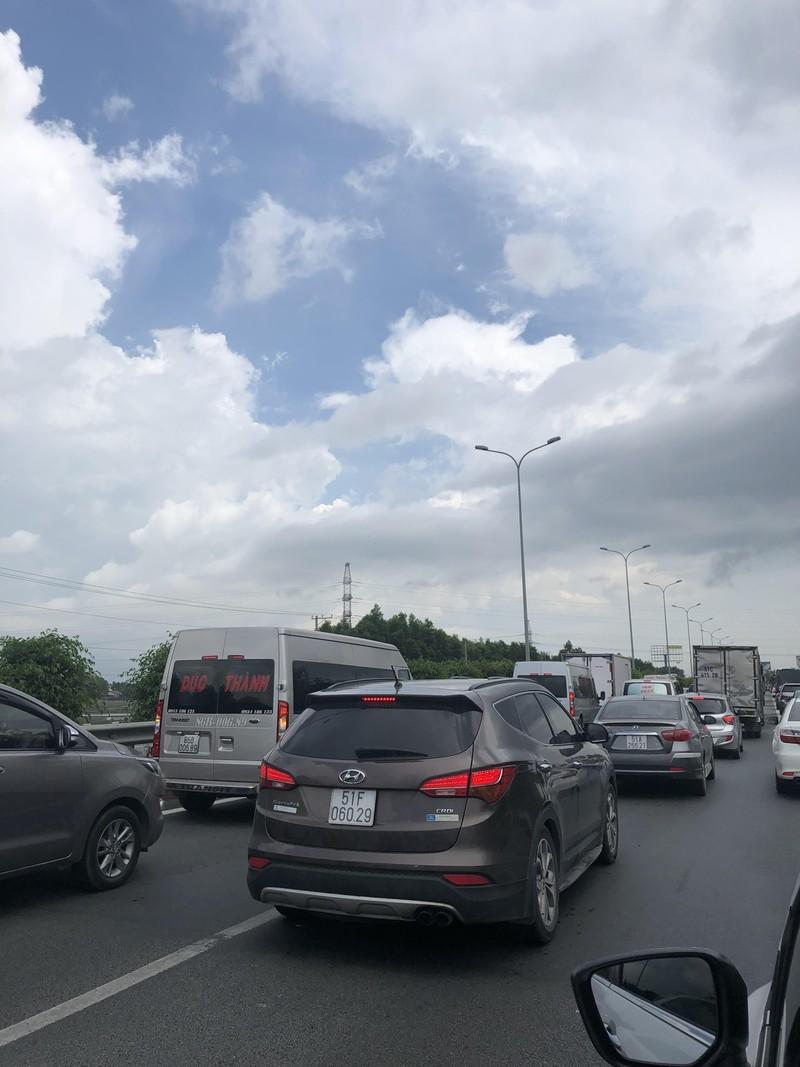 Cao tốc TP.HCM - Long Thành - Dầu Giây kẹt xe nghiêm trọng - ảnh 4