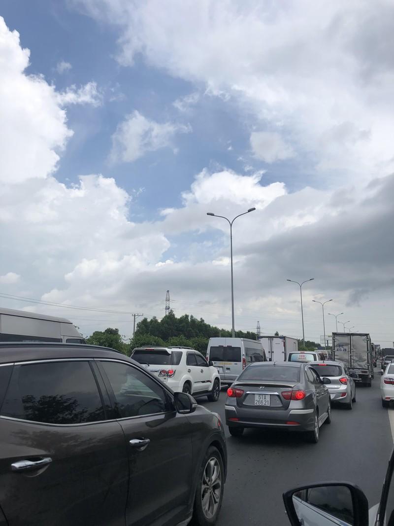 Cao tốc TP.HCM - Long Thành - Dầu Giây kẹt xe nghiêm trọng - ảnh 3