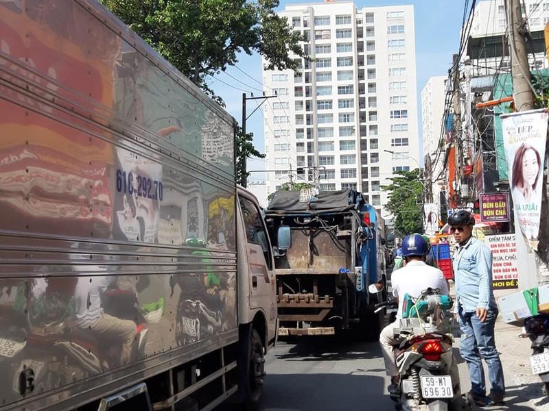 Ngán ngẩm với tuyến đường cửa ngõ sân bay Tân Sơn Nhất - ảnh 1