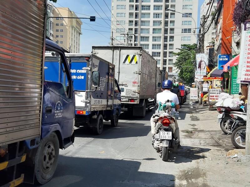 Ngán ngẩm với tuyến đường cửa ngõ sân bay Tân Sơn Nhất - ảnh 9