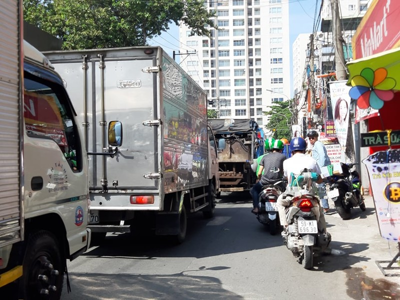 Ngán ngẩm với tuyến đường cửa ngõ sân bay Tân Sơn Nhất - ảnh 3