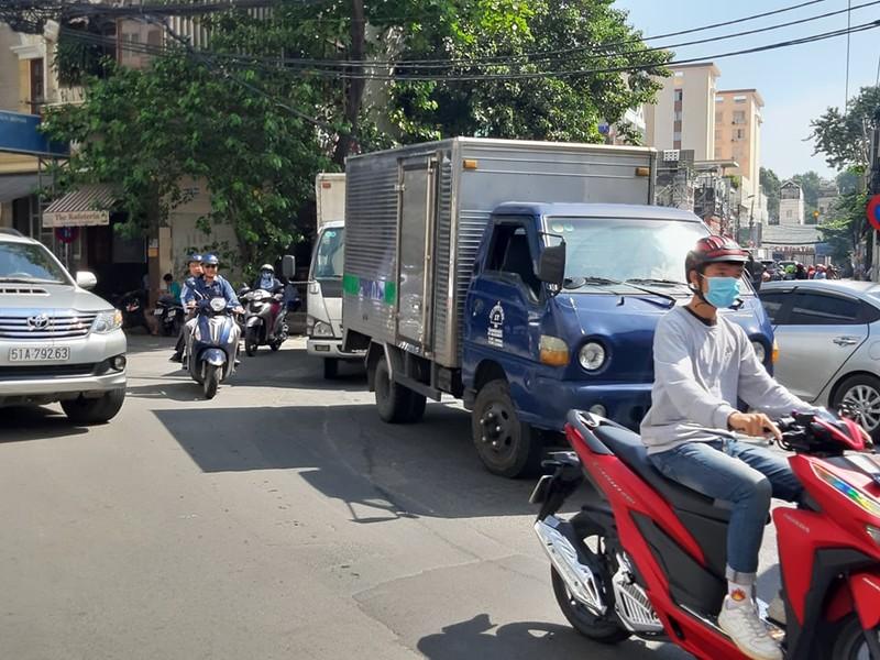 Ngán ngẩm với tuyến đường cửa ngõ sân bay Tân Sơn Nhất - ảnh 7