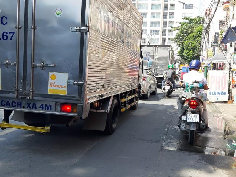 Ngán ngẩm với tuyến đường cửa ngõ sân bay Tân Sơn Nhất - ảnh 8