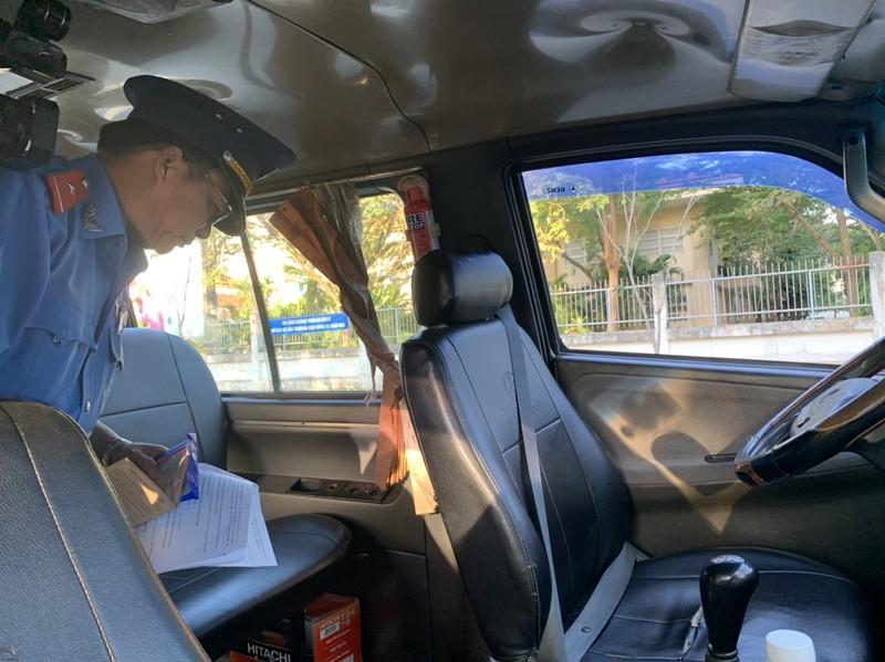 Đồng loạt ra quân kiểm tra xe đưa rước học sinh - ảnh 3