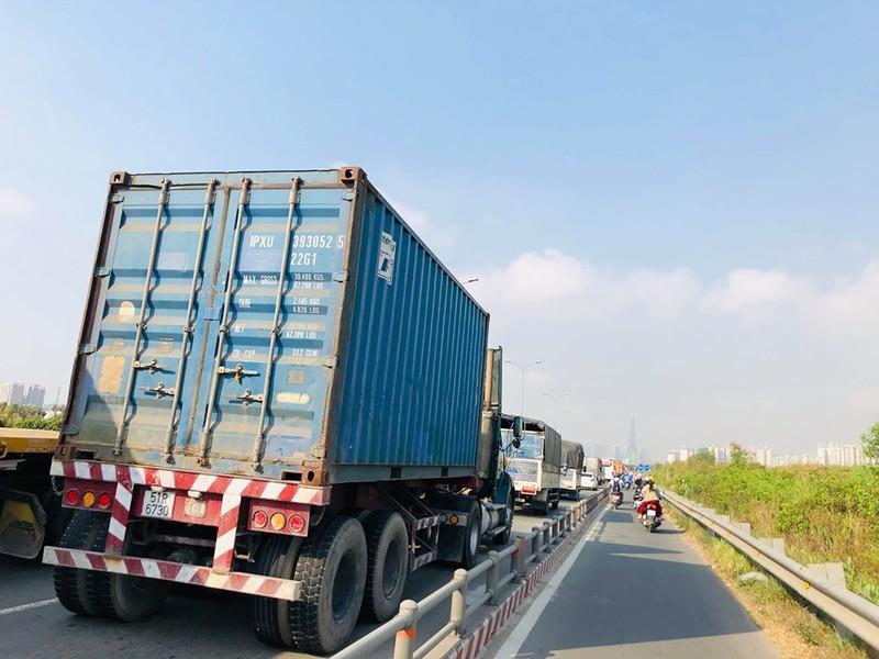 Dân mệt mỏi với kẹt xe đường Vành đai 2 - ảnh 4