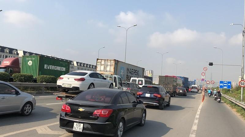 Dân mệt mỏi với kẹt xe đường Vành đai 2 - ảnh 1