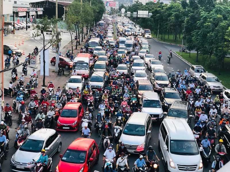 Cấm ô tô rẽ trái vào đường Nguyễn Hữu Cảnh - ảnh 1