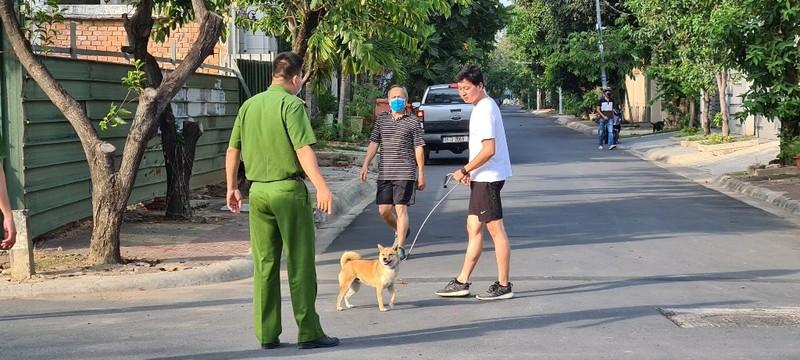 KHONG-DEO-KHAU-TRANG-BI-PHAT-5
