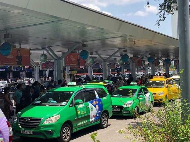 TP.HCM: Xe khách, taxi, xe công nghệ hoạt động trở lại - ảnh 1