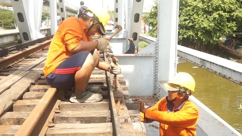 Chính thức tháo dỡ cầu sắt hơn 100 tuổi ở TP.HCM - ảnh 6