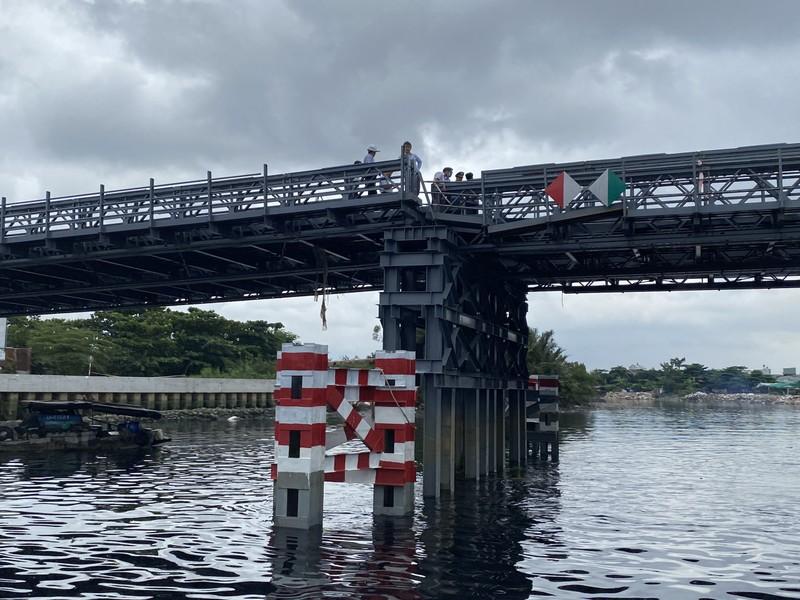 Nóng: Sà lan tông sụp nhịp cầu sắt An Phú Đông - ảnh 1