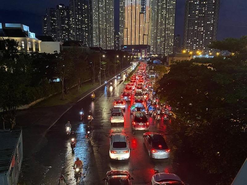 Chú ý: Phân luồng lại giao thông dưới dạ cầu Sài Gòn - ảnh 1