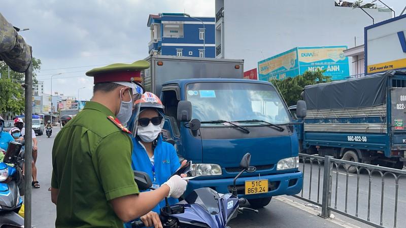 Lãnh đạo Sở GTVT thị sát các chốt chống dịch ở quận Gò Vấp, TP.HCM - ảnh 1