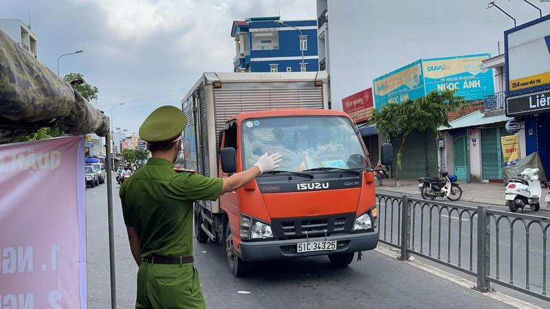 Lãnh đạo Sở GTVT thị sát các chốt chống dịch ở quận Gò Vấp, TP.HCM - ảnh 7