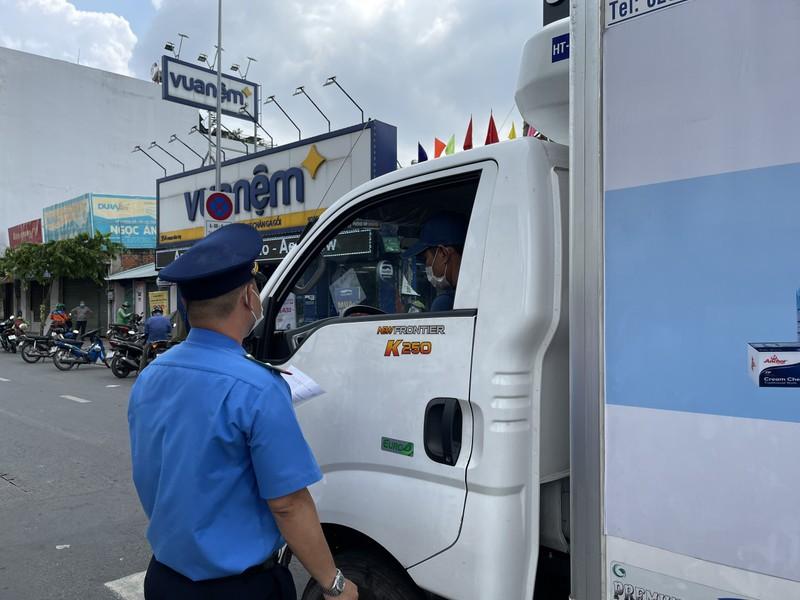 Lãnh đạo Sở GTVT thị sát các chốt chống dịch ở quận Gò Vấp, TP.HCM - ảnh 4