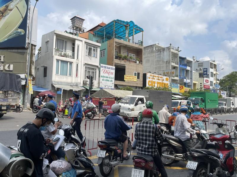 Lãnh đạo Sở GTVT thị sát các chốt chống dịch ở quận Gò Vấp, TP.HCM - ảnh 5