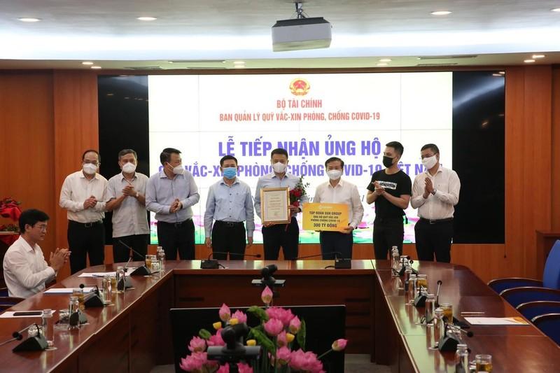 Sun Group góp thêm 320 tỉ đồng vào Quỹ vaccine - ảnh 1
