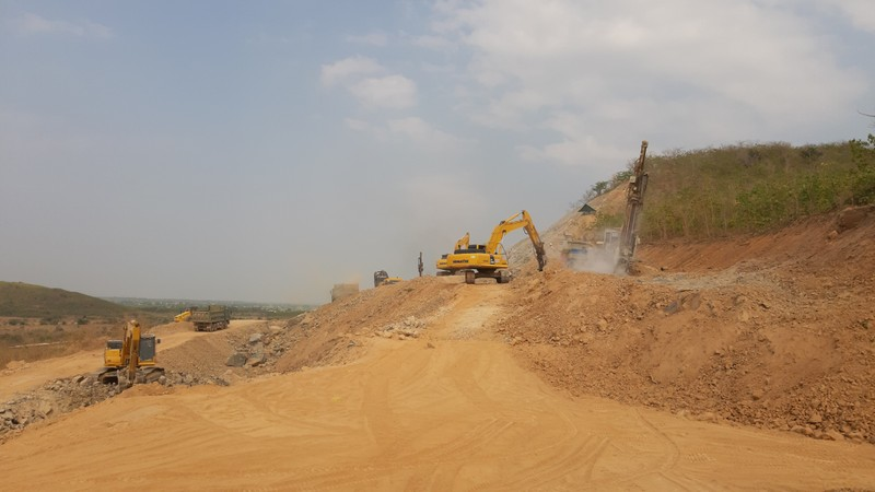 Cận cảnh dự án cao tốc Vĩnh Hảo - Phan Thiết những ngày tháng 6 - ảnh 1