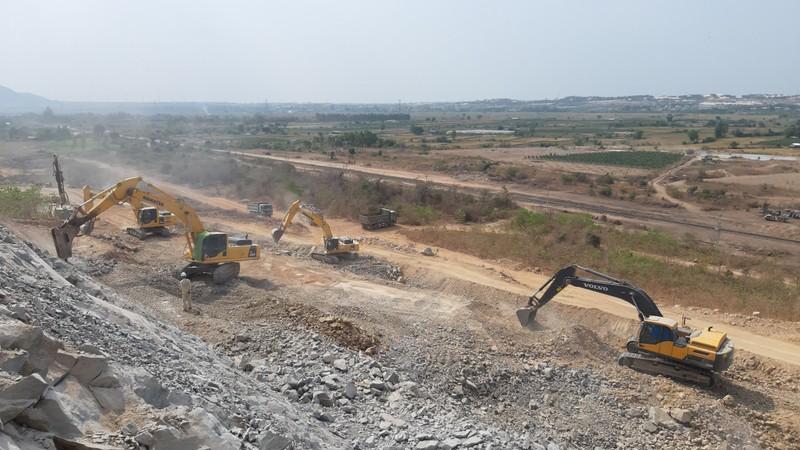Cận cảnh dự án cao tốc Vĩnh Hảo - Phan Thiết những ngày tháng 6 - ảnh 2