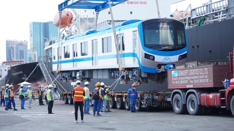 Cận cảnh quá trình bốc tàu metro số 1 - ảnh 6