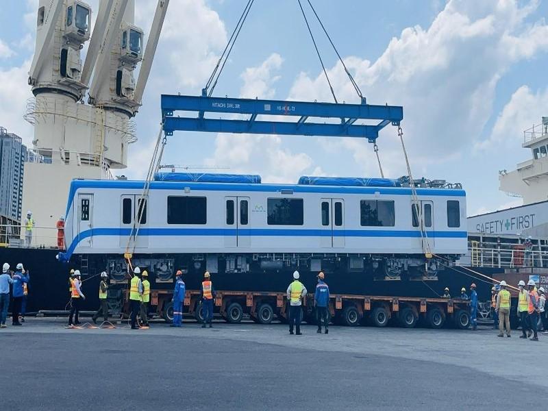Hai đoàn tàu metro tiếp theo chính thức về tới TP.HCM - ảnh 1