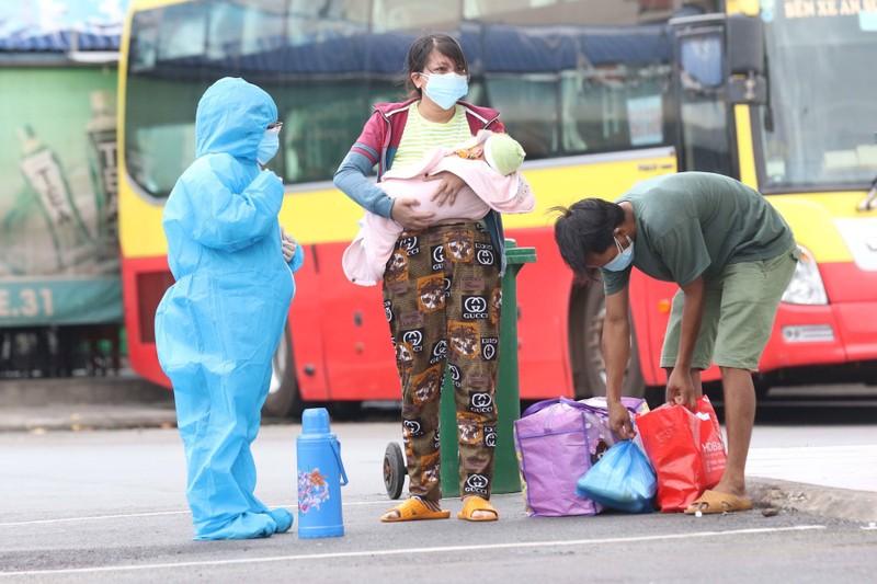Chiều 3-8, thêm chuyến xe đưa 500 người dân Phú Yên từ TP.HCM về quê - ảnh 1