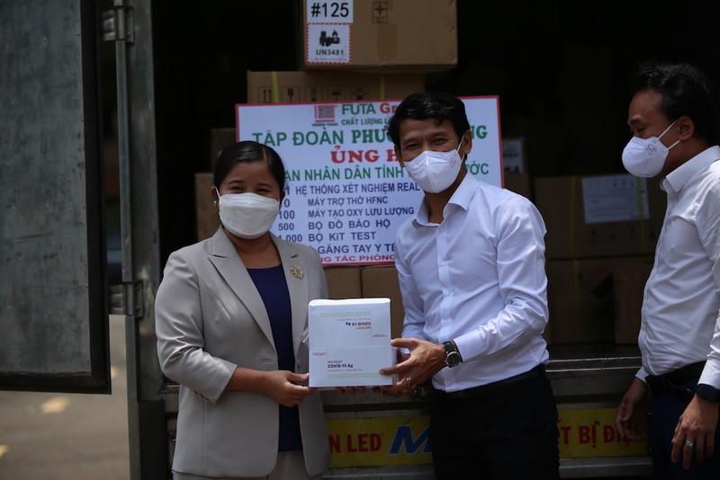 Phương Trang tiếp tục hỗ trợ các địa phương chống dịch - ảnh 1